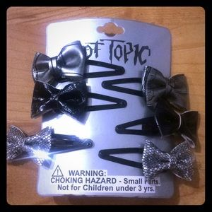 Black and silver bow snap clip 6 pack
